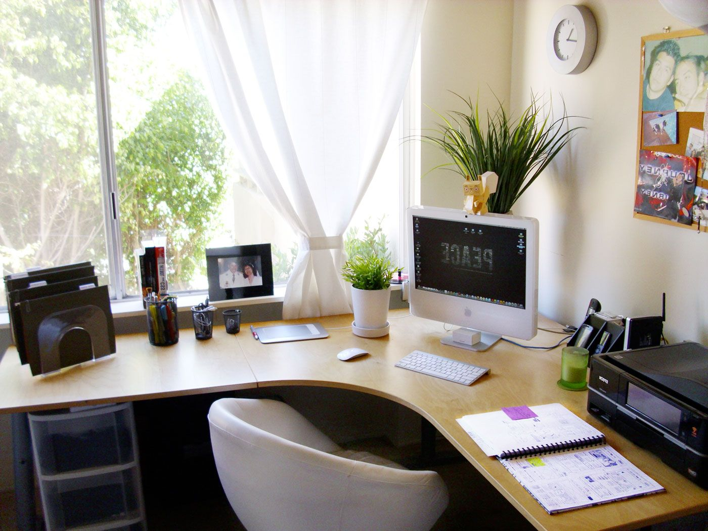 fresh-corner-home-office-near-window-with-attractive-and-comfy-white-chair